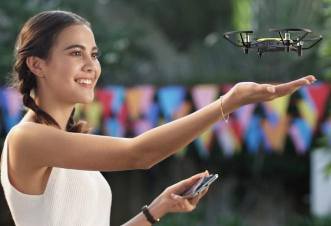 [CES 2018] Chiếc drone nhỏ xinh giá 100 USD này được trang bị những công nghệ tân tiến nhất của Intel và DJI - Ảnh 1.