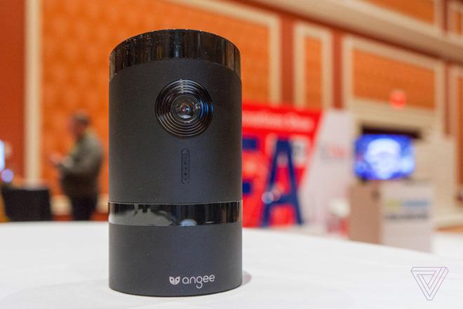 [CES 2018] Camera giám sát thông minh này sẽ quay mặt vào tường khi phát hiện bạn đã về nhà - Ảnh 1.