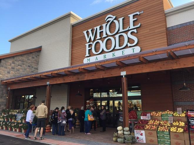 Amazon không như Whole Foods Market, một công ty chỉ thuần bán thực phẩm.