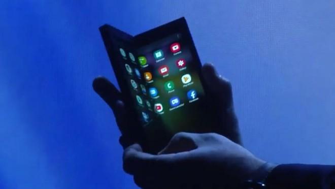 Smartphone màn hình gập Galaxy F của Samsung sẽ bị gãy nếu như gập lại hoàn toàn - Ảnh 1.