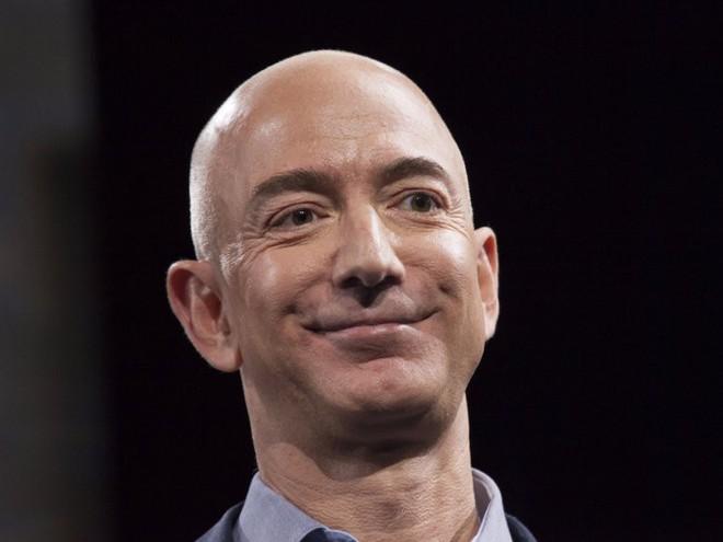 Đằng sau cuộc tình rửa bát cho vợ 25 năm vẫn ly hôn của tỷ phú giàu nhất thế giới Jeff Bezos - Ảnh 2.