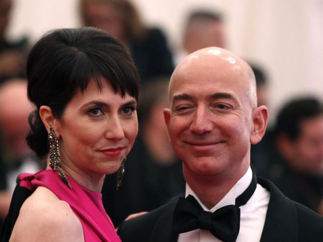 Đằng sau cuộc tình rửa bát cho vợ 25 năm vẫn ly hôn của tỷ phú giàu nhất thế giới Jeff Bezos - Ảnh 5.