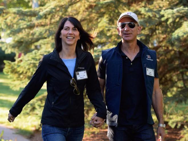 Đằng sau cuộc tình rửa bát cho vợ 25 năm vẫn ly hôn của tỷ phú giàu nhất thế giới Jeff Bezos - Ảnh 7.