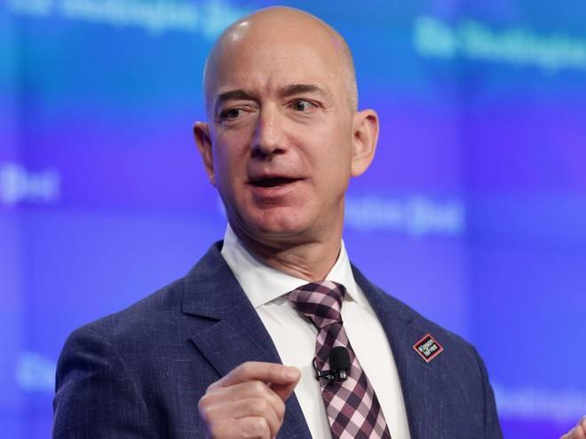 Đằng sau cuộc tình rửa bát cho vợ 25 năm vẫn ly hôn của tỷ phú giàu nhất thế giới Jeff Bezos - Ảnh 12.