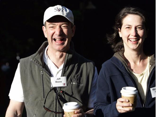 Đằng sau cuộc tình rửa bát cho vợ 25 năm vẫn ly hôn của tỷ phú giàu nhất thế giới Jeff Bezos - Ảnh 17.