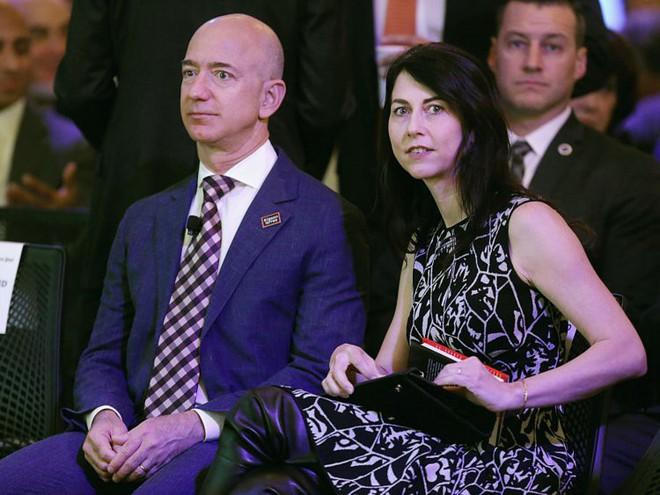 Đằng sau cuộc tình rửa bát cho vợ 25 năm vẫn ly hôn của tỷ phú giàu nhất thế giới Jeff Bezos - Ảnh 18.
