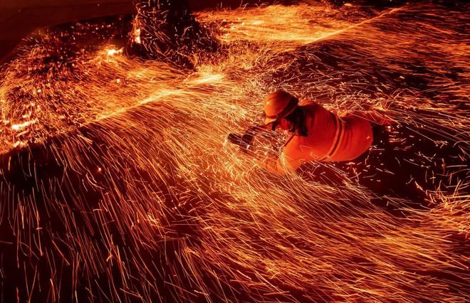 Tình bạn thử lửa: Những nhiếp ảnh gia nơi tiền tuyến địa ngục lửa - Ảnh 18.