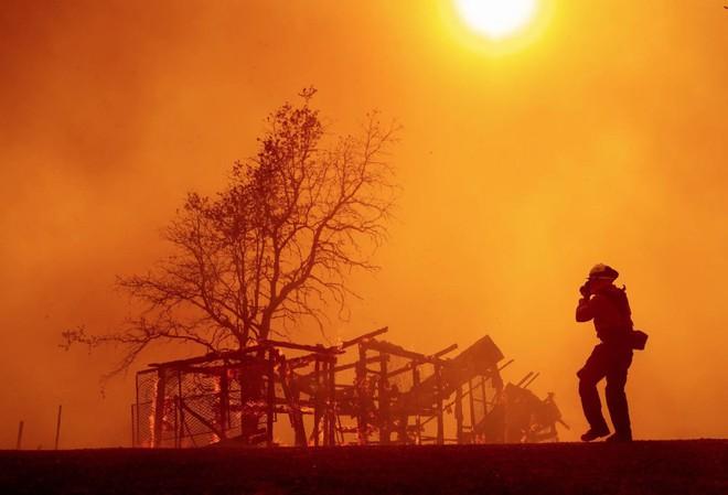 Tình bạn thử lửa: Những nhiếp ảnh gia nơi tiền tuyến địa ngục lửa - Ảnh 26.