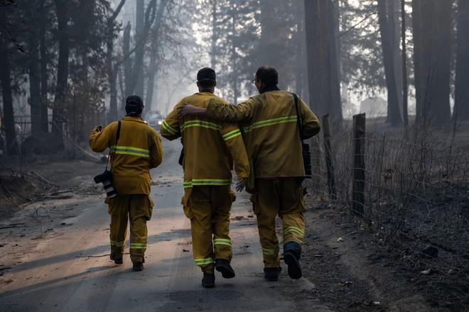 Tình bạn thử lửa: Những nhiếp ảnh gia nơi tiền tuyến địa ngục lửa - Ảnh 40.