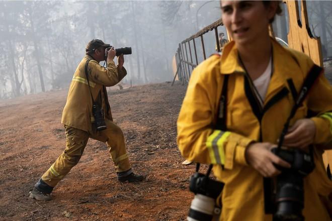 Tình bạn thử lửa: Những nhiếp ảnh gia nơi tiền tuyến địa ngục lửa - Ảnh 16.