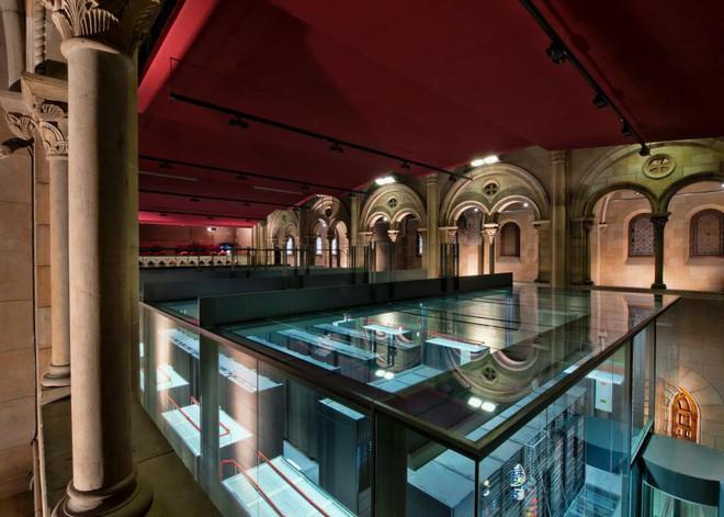 Trung tâm dữ liệu đẹp nhất thế giới là một siêu máy tính đặt trong nhà thờ Chúa có từ thế kỷ 19 - Ảnh 3.