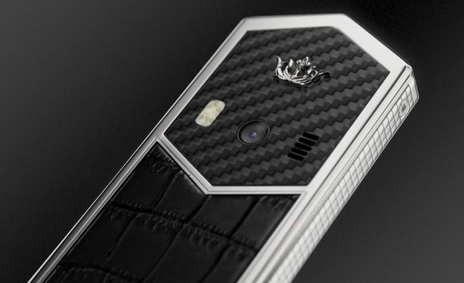 Chiêm ngưỡng Nokia 6500 độ lại khung carbon, ốp lưng da cá sấu, bàn phím titan, giá 60 triệu - Ảnh 1.