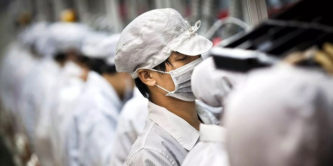 Foxconn cắt giảm 50.000 lao động hợp đồng tại nhà máy lắp ráp iPhone - Ảnh 1.