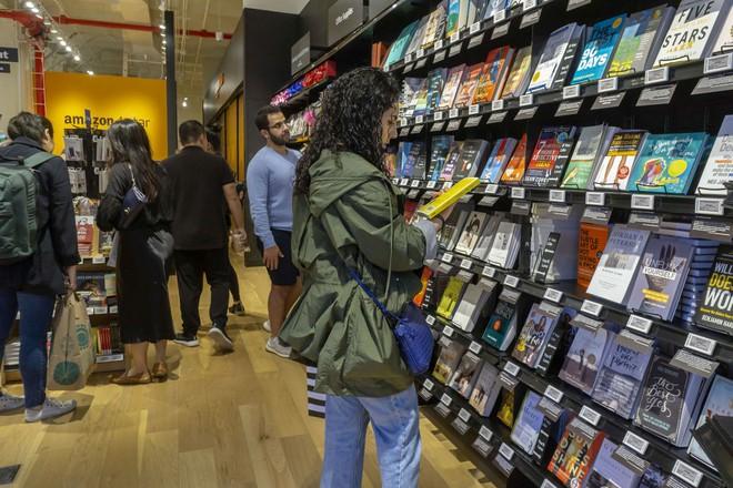 Không còn là một nhà bán lẻ sách, Amazon đã trở thành một thế lực xuất bản sách đáng sợ - Ảnh 2.