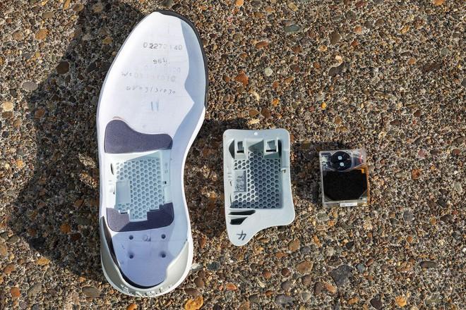 Trên tay giày tự thắt dây, điều khiển bằng ứng dụng di động của Nike - Ảnh 9.