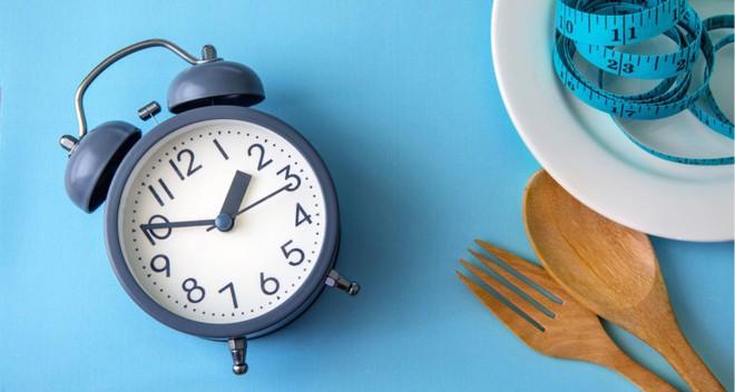 Ăn tối lúc 2 giờ chiều: Bí quyết giảm cân và đảo ngược bệnh tiểu đường - Ảnh 4.