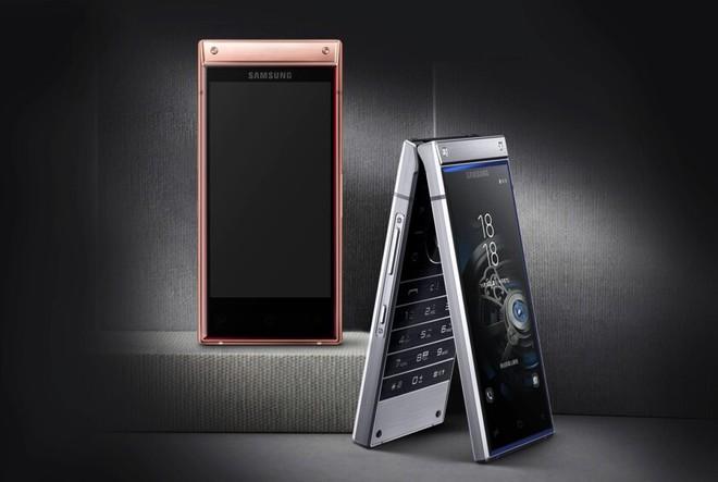 Chính dòng điện thoại nắp gập xa xỉ của Samsung đã mở đường cho smartphone màn hình gập Galaxy F - Ảnh 1.