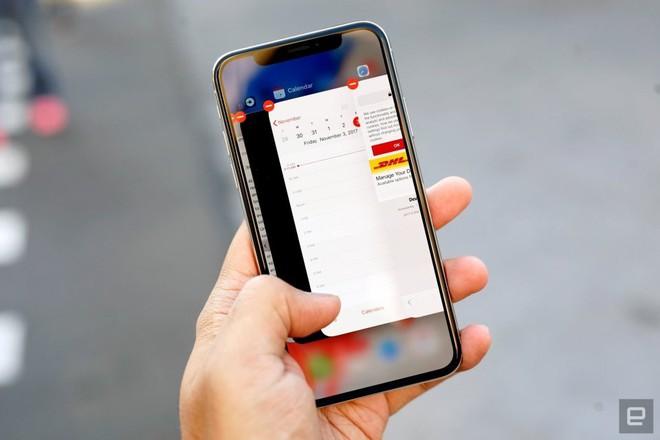 Apple có thể sớm từ bỏ màn hình LCD để chuyển hoàn toàn sang iPhone OLED - Ảnh 1.