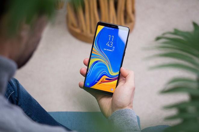 Tiết lộ thông tin mới nhất về dung lượng pin của Galaxy Fold và Galaxy A70, không quá cao nhưng đủ dùng - Ảnh 1.