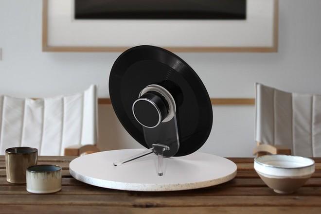 Đĩa nhựa Vinyl giờ cũng biến thành loa Bluetooth được, âm thanh trong trẻo, bass đầy đặn mà còn được tiếng bảo vệ môi trường - Ảnh 3.