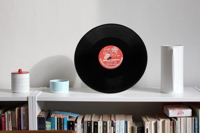 Đĩa nhựa Vinyl giờ cũng biến thành loa Bluetooth được, âm thanh trong trẻo, bass đầy đặn mà còn được tiếng bảo vệ môi trường - Ảnh 6.