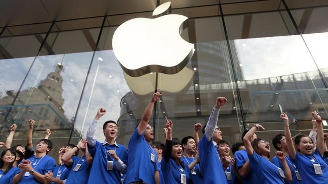 Biên tập viên New York Times chia sẻ: bố tôi vừa bán iPhone để mua smartphone Huawei - Ảnh 2.