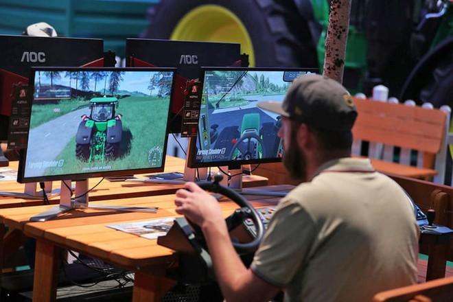 Giả lập làm nông giờ cũng được coi là eSport, giải thưởng chung cuộc lên đến 2,6 tỷ đồng - Ảnh 2.