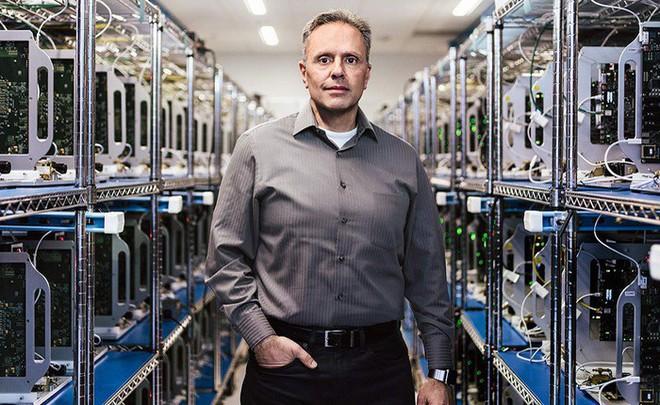 Sếp cao cấp phụ trách phát triển chip khẳng định gắn bó với Apple, không chạy đua chức CEO của Intel - Ảnh 1.