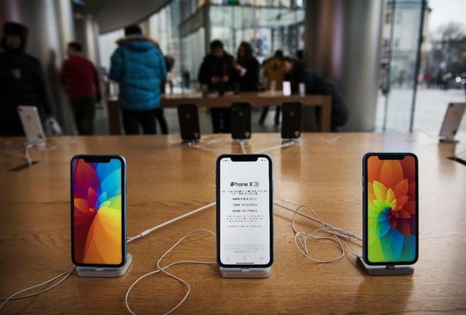 Apple thất bại hoàn toàn tại Ấn Độ, doanh số iPhone sụt giảm một nửa, Xiaomi vượt mặt Samsung để đứng số 1 - Ảnh 1.