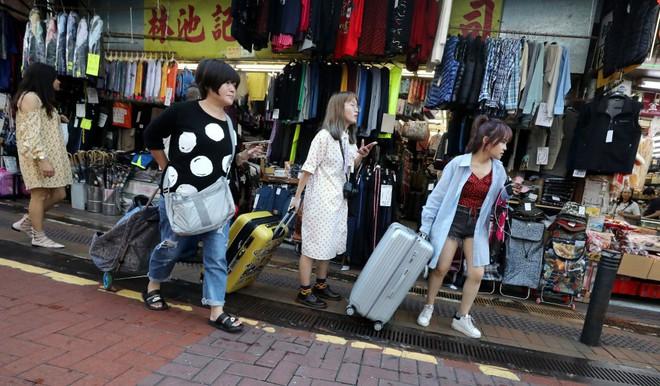 Luật thương mại điện tử mới của Trung Quốc bắt buộc người bán hàng xách tay phải đăng ký kinh doanh và nộp thuế - Ảnh 1.