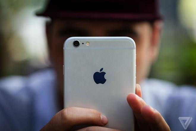 Apple: Người dùng chọn thay pin iPhone cũ sẽ làm doanh thu Apple sụt giảm khoảng 9 tỷ USD trong quý tới - Ảnh 1.