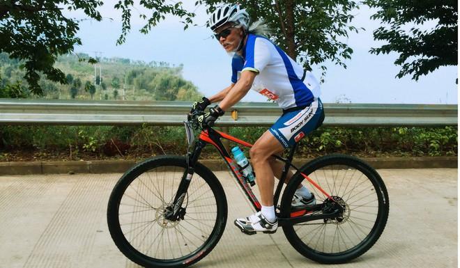 Bí quyết sống đơn giản của cụ ông chinh phục Everest ở tuổi 70, có thể đạp xe 1700km hay chạy marathon 4 tiếng liên tục - Ảnh 3.