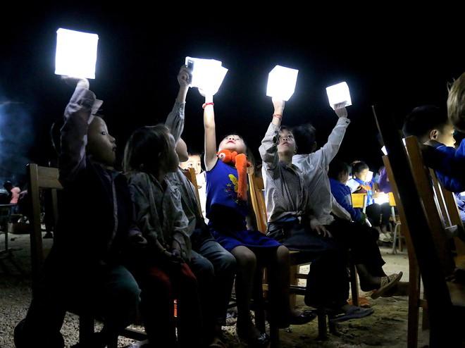Ngôi trường mới và 1000 đèn năng lượng mặt trời thắp sáng hi vọng tương lai cho trẻ em vùng cao Tri Lễ - Ảnh 4.