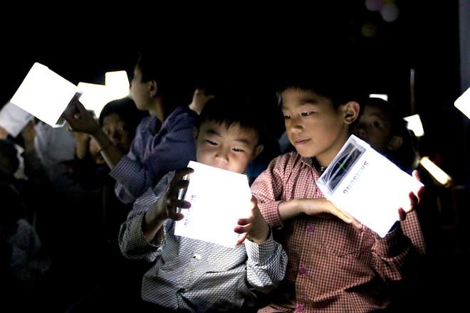 Ngôi trường mới và 1000 đèn năng lượng mặt trời thắp sáng hi vọng tương lai cho trẻ em vùng cao Tri Lễ - Ảnh 3.