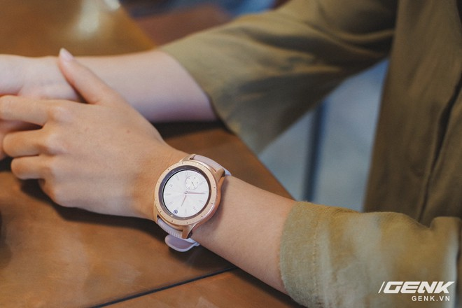 Cận cảnh đồng hồ Samsung Galaxy Watch chính thức tại Việt Nam: kiểu dáng thanh lịch, màu sắc thời trang giá 7 triệu đồng - Ảnh 11.