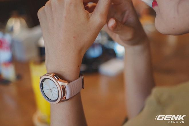 Cận cảnh đồng hồ Samsung Galaxy Watch chính thức tại Việt Nam: kiểu dáng thanh lịch, màu sắc thời trang giá 7 triệu đồng - Ảnh 17.