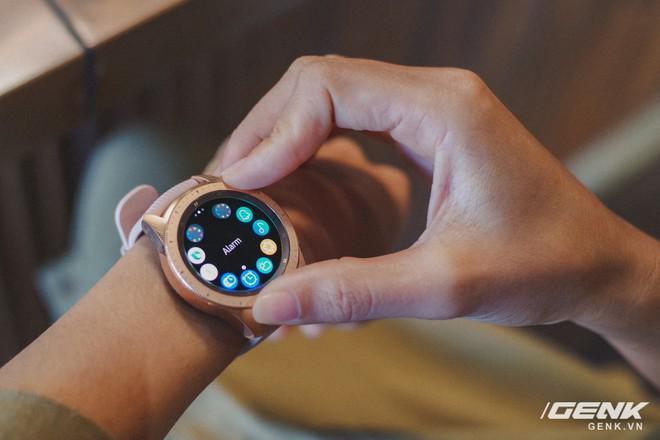 Cận cảnh đồng hồ Samsung Galaxy Watch chính thức tại Việt Nam: kiểu dáng thanh lịch, màu sắc thời trang giá 7 triệu đồng - Ảnh 18.