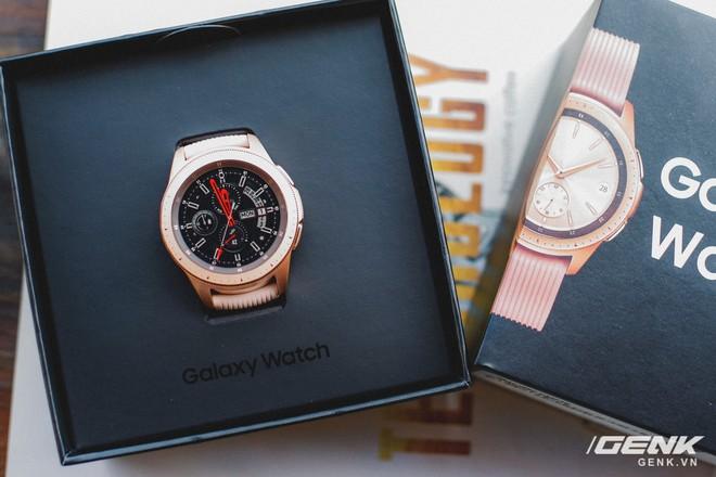 Cận cảnh đồng hồ Samsung Galaxy Watch chính thức tại Việt Nam: kiểu dáng thanh lịch, màu sắc thời trang giá 7 triệu đồng - Ảnh 2.