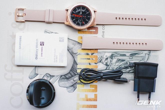 Cận cảnh đồng hồ Samsung Galaxy Watch chính thức tại Việt Nam: kiểu dáng thanh lịch, màu sắc thời trang giá 7 triệu đồng - Ảnh 4.
