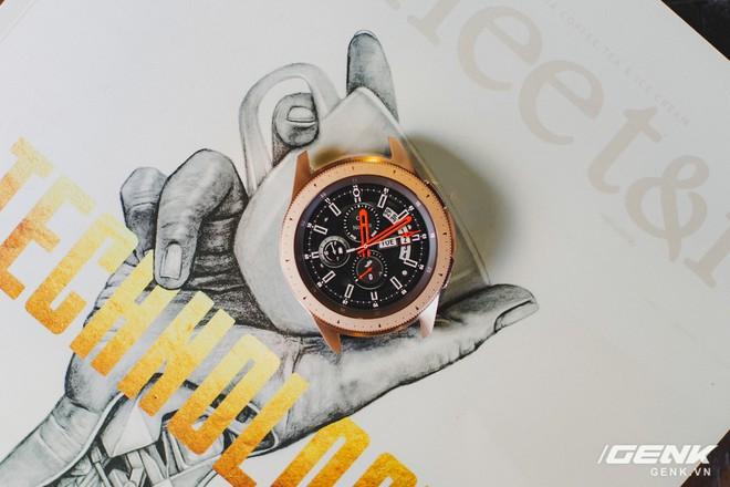 Cận cảnh đồng hồ Samsung Galaxy Watch chính thức tại Việt Nam: kiểu dáng thanh lịch, màu sắc thời trang giá 7 triệu đồng - Ảnh 3.