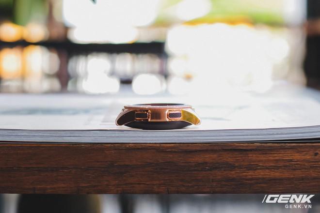 Cận cảnh đồng hồ Samsung Galaxy Watch chính thức tại Việt Nam: kiểu dáng thanh lịch, màu sắc thời trang giá 7 triệu đồng - Ảnh 7.
