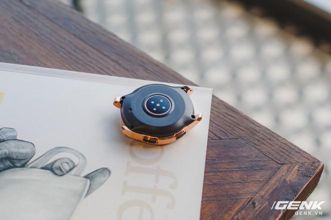 Cận cảnh đồng hồ Samsung Galaxy Watch chính thức tại Việt Nam: kiểu dáng thanh lịch, màu sắc thời trang giá 7 triệu đồng - Ảnh 13.