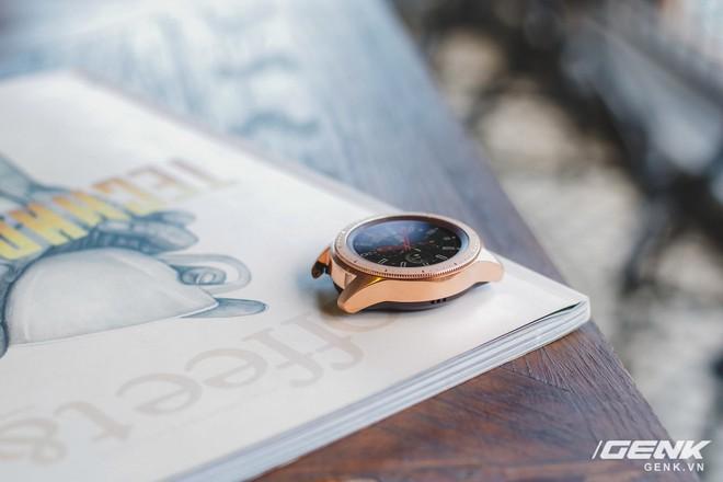 Cận cảnh đồng hồ Samsung Galaxy Watch chính thức tại Việt Nam: kiểu dáng thanh lịch, màu sắc thời trang giá 7 triệu đồng - Ảnh 9.