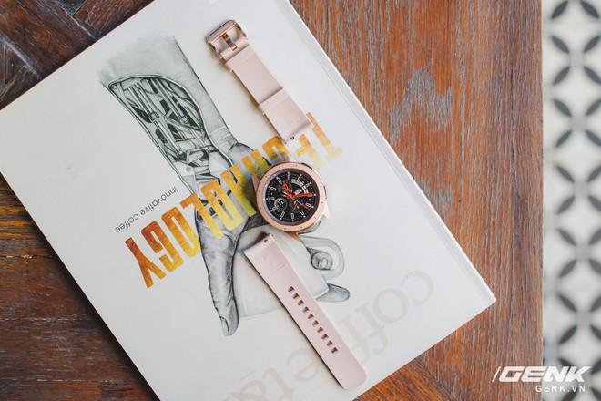 Cận cảnh đồng hồ Samsung Galaxy Watch chính thức tại Việt Nam: kiểu dáng thanh lịch, màu sắc thời trang giá 7 triệu đồng - Ảnh 19.