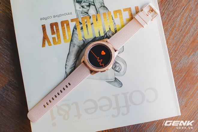 Cận cảnh đồng hồ Samsung Galaxy Watch chính thức tại Việt Nam: kiểu dáng thanh lịch, màu sắc thời trang giá 7 triệu đồng - Ảnh 15.