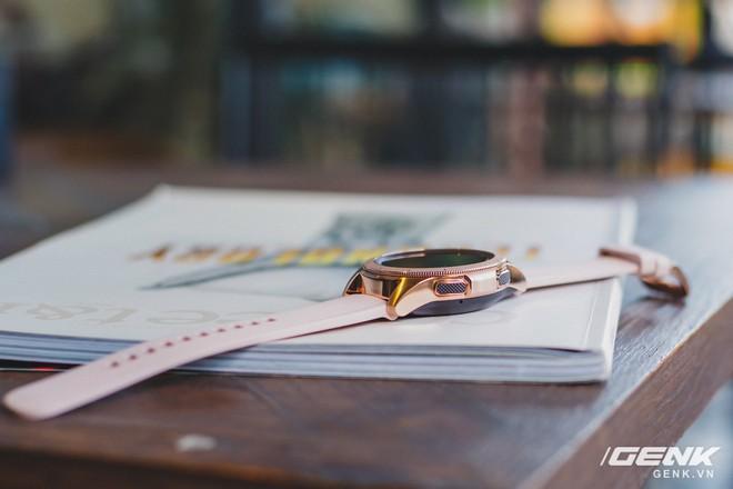 Cận cảnh đồng hồ Samsung Galaxy Watch chính thức tại Việt Nam: kiểu dáng thanh lịch, màu sắc thời trang giá 7 triệu đồng - Ảnh 8.