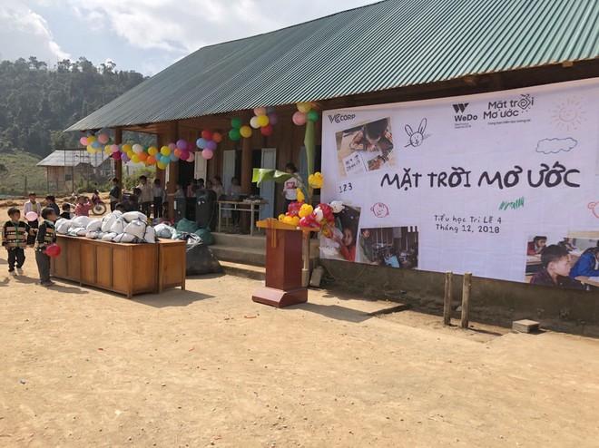 Ngôi trường mới và 1000 đèn năng lượng mặt trời thắp sáng hi vọng tương lai cho trẻ em vùng cao Tri Lễ - Ảnh 1.