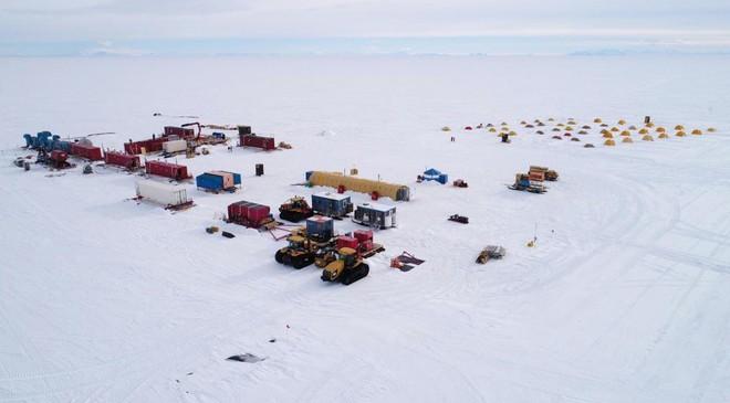 Khoan xuyên lớp băng 1000m tại Nam Cực, các nhà khoa học phát hiện hồ nước khổng lồ lớn gấp đôi Manhattan - Ảnh 3.