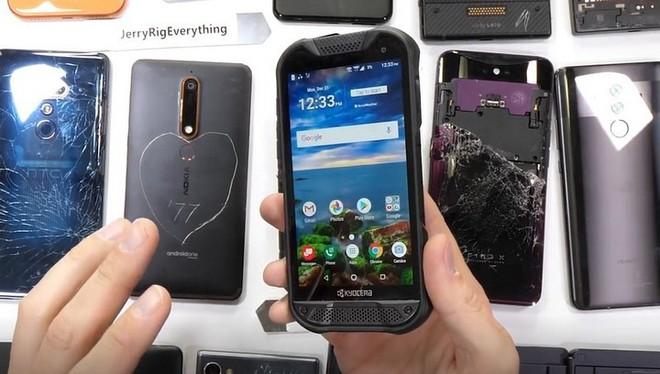 JerryRigEverything công bố danh sách những chiếc smartphone bền bỉ và yếu ớt nhất năm 2018 - Ảnh 2.