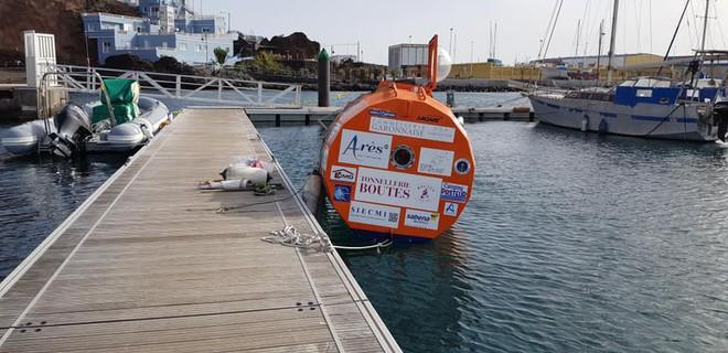 Cụ già gân 71 tuổi tự chế một cái thùng gỗ khổng lồ, một mình lênh đênh vượt Đại Tây Dương bằng dòng biển - Ảnh 2.